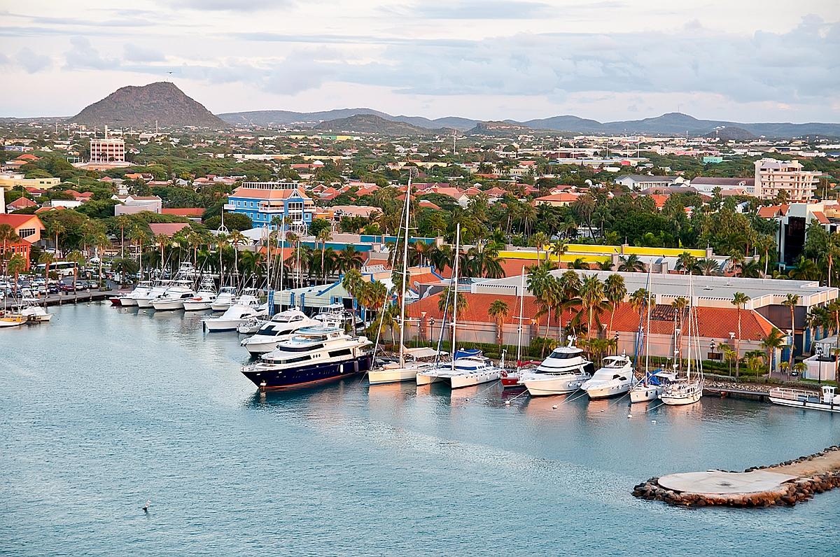 Přístav ve městě Oranjestad