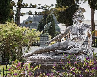 Achilova socha v zámku Achillion u vísky Gastoúri na Korfu