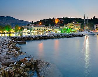 Západ slunce v letovisku Kassiopi na Korfu