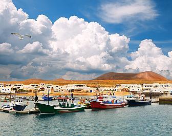 Přístav na La Graciosa, severní Lanzarote