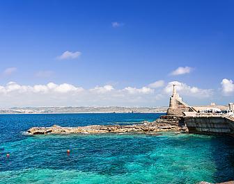 Gozo, pohled na ostrov z přístavu Marfa