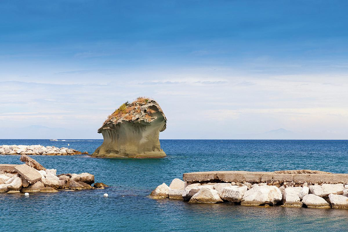 Lacco Ameno, Tyrhénské moře