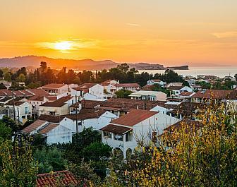 Acharavi, západ slunce nad městem