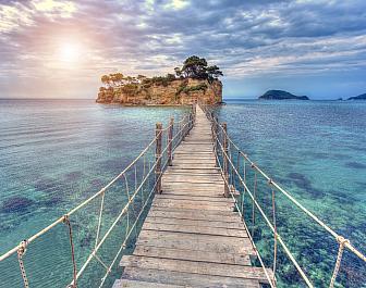 Agios Sostis, most nad mořem