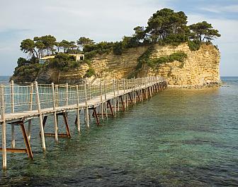 Agios Sostis, most k ostrůvku