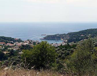 Alonissos, výhled na Patitiri Bay