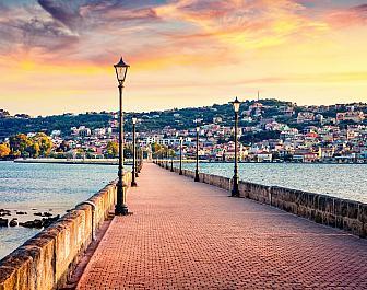 Argostoli, město při západu slunce
